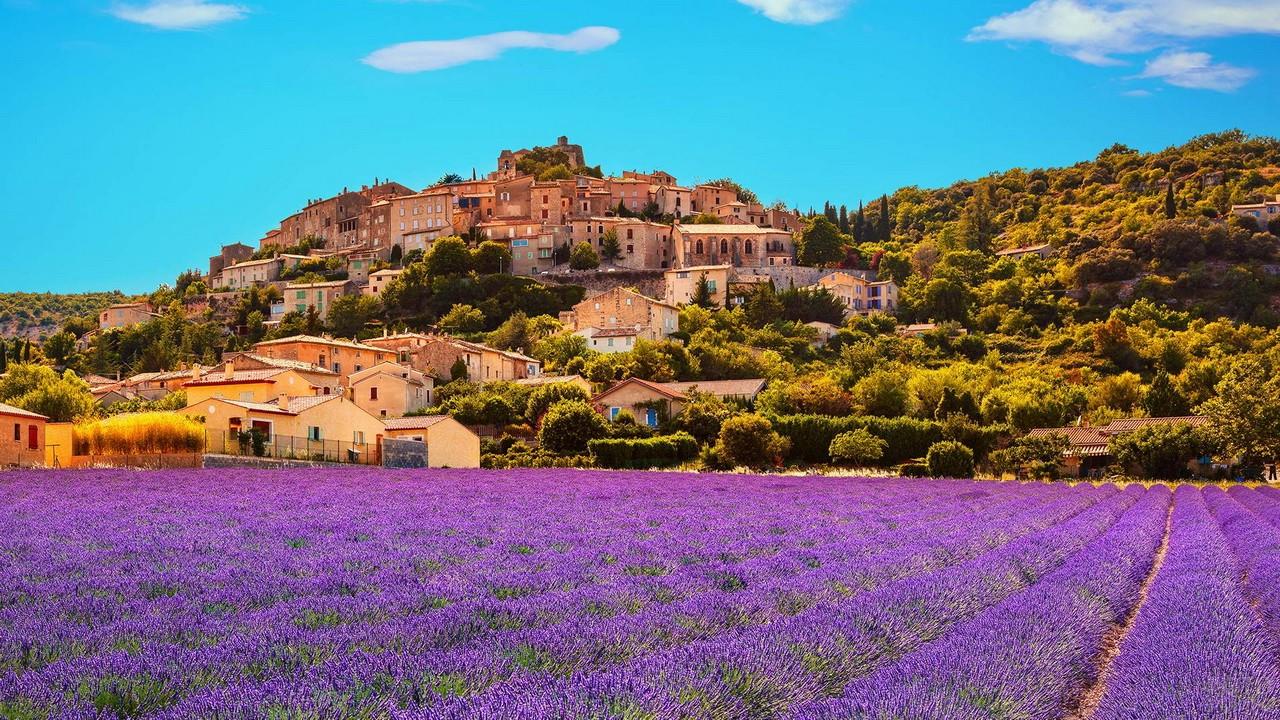 Деревня в Провансе на склоне