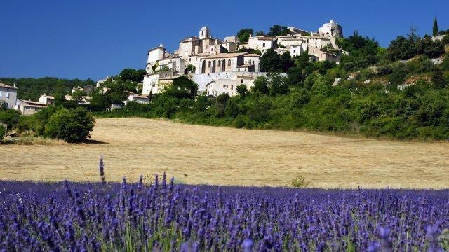 Романтичный пейзаж Прованса