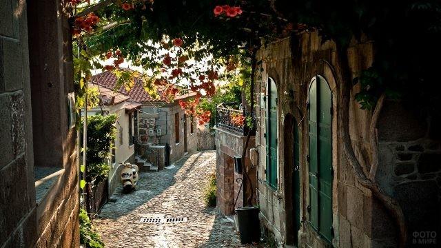 Старинная улочка в Провансе