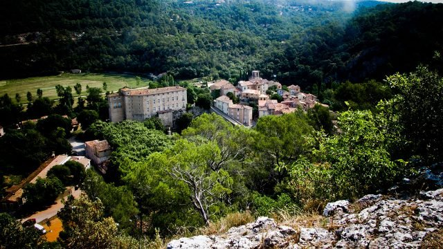 Замок Энтрекасто в Провансе
