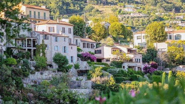 Живописные домики в коммуне Туррет-сюр-Лу в Провансе