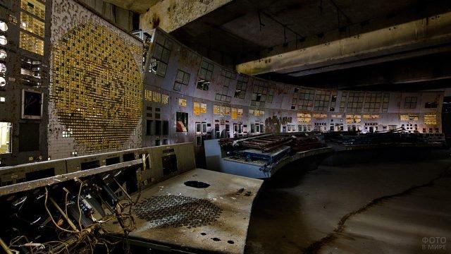 Пульт управления реактором в заброшенной Чернобыльской АЭС