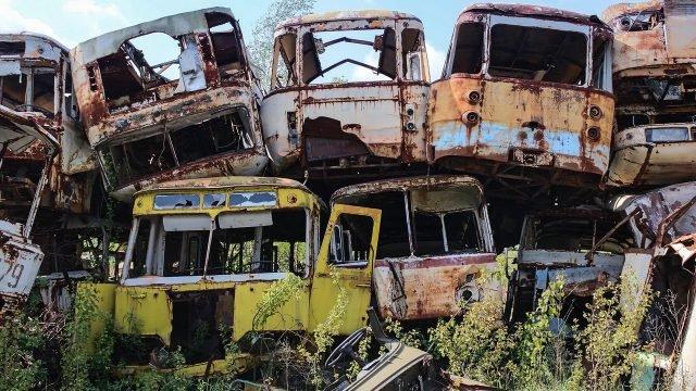 Свалка автобусов в Чернобыле