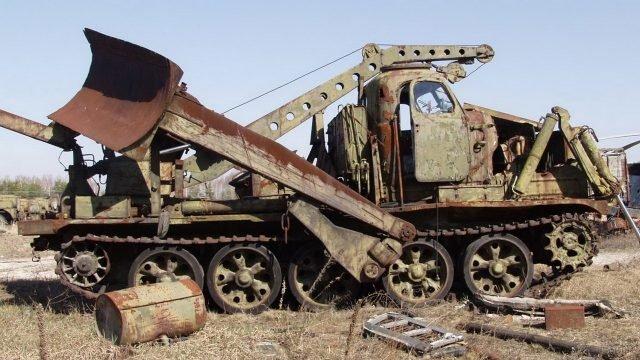 Заброшенный БАТ на кладбище чернобыльской техники