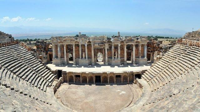 Руины Иераполя близ Памуккале