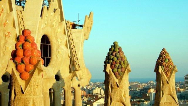 Башни Саграды Фамилии над Барселоной