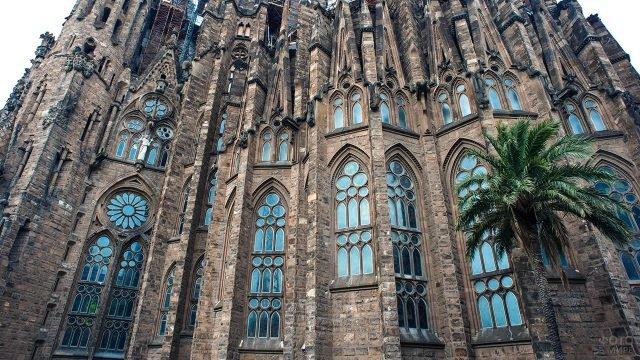 Готические окна собора Сагарада Фамилиа