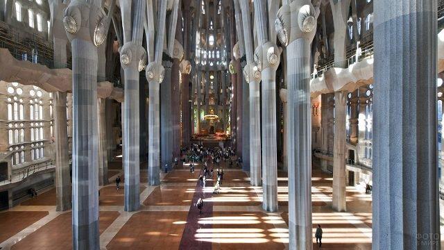 Колонны в храме Саграда Фамилиа