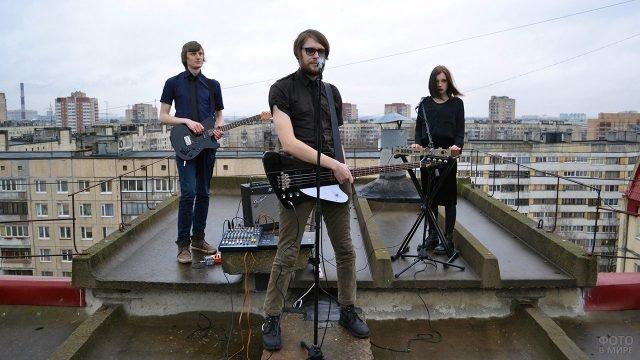 Музыканты записывают клип на крыше здания в заброшенной Припяти