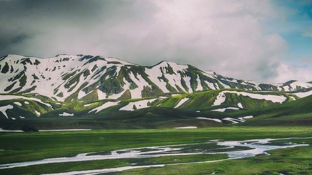 Пейзаж заснеженных холмов