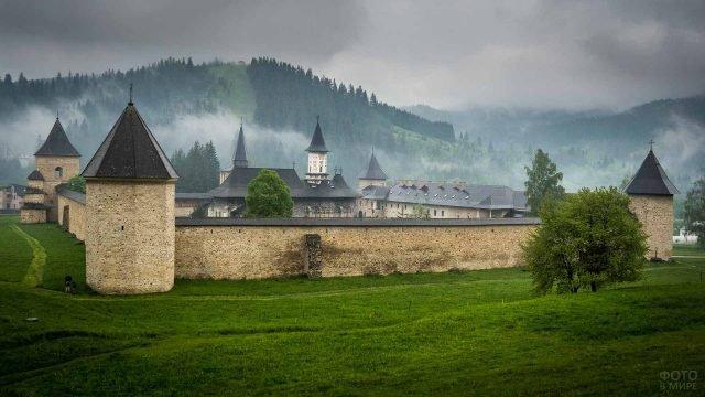 Крепость Буковина в тумане