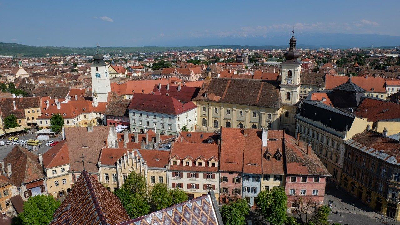 Панорамный вид на город в Трансильвании