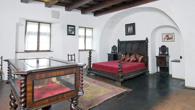 Спальня в замке Дракулы