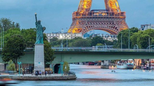 Копия Нью-Йоркской Статуи Свободы в Париже