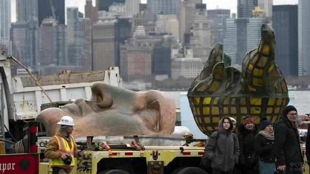 Оригинальные части Статуи Свободы перевозят в музей
