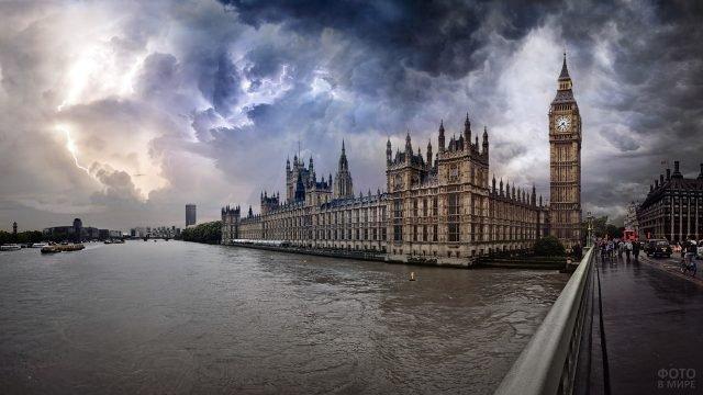 Панорама с Вестминстерского моста на здание Парламента и Биг-Бен