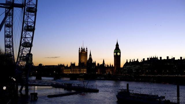 Панорама вечернего Лондона с узнаваемым силуэтом Биг-Бена