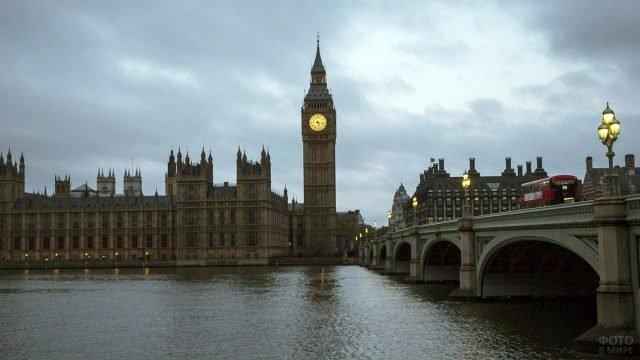 Вечерняя Темза с огнями Биг-Бена и Вестминстерского моста