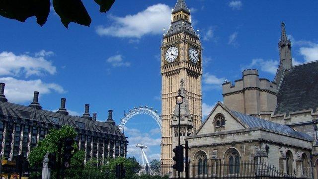 Вид на Биг-Бен и колесо обозрения Лондон Ай