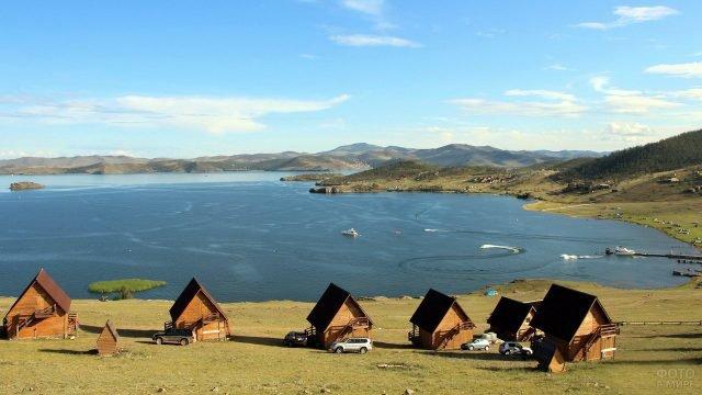 Кемпинг на берегу озера Байкал