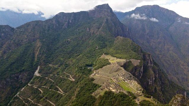 Мачу-Пикчу вид на серпантинную дорогу