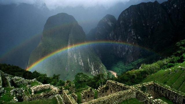 Радуга в древнем городе инков