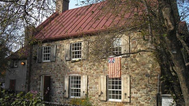 Исторический старый каменный дом в Бруклине