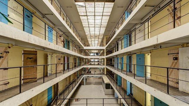 Этажи с камерами заключённых в тюрьме Алькатрас