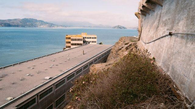 Крыша здания корпуса тюрьмы Алькатрас