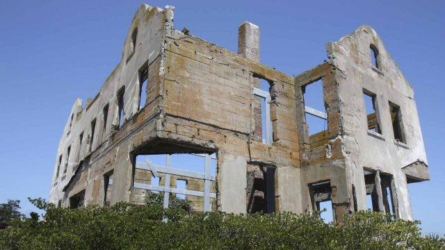 Развалины стен знаменитой тюрьмы