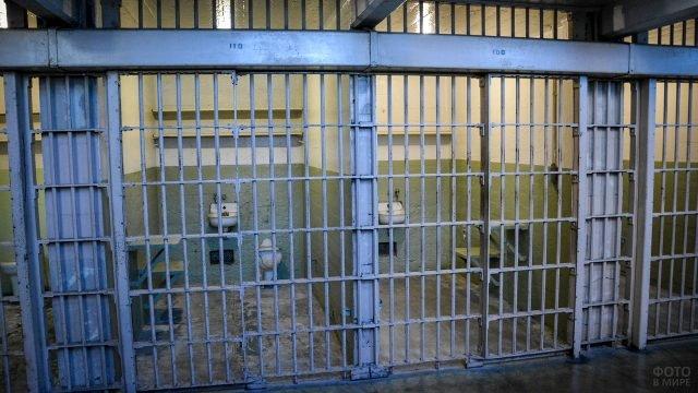 Решётки камер в тюрьме Алькатрас