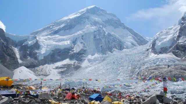 Палаточный лагерь на подъёме на Эверест