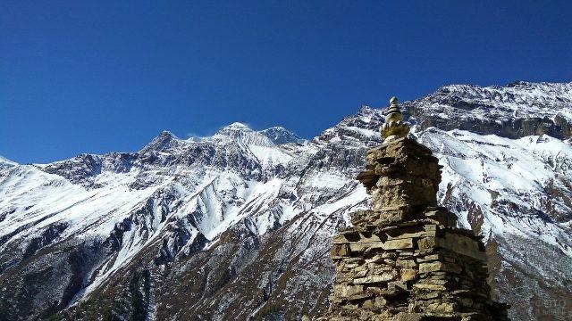 Ступа в горах Эверест