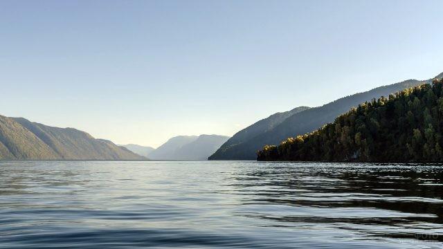 Горный пейзаж на Телецком озере