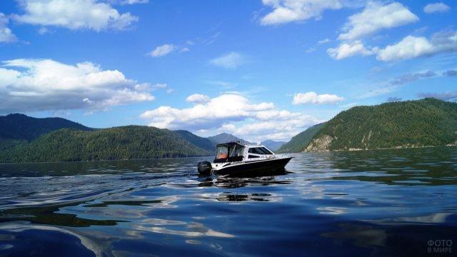 Прогулка на катере по Телецкому озеру