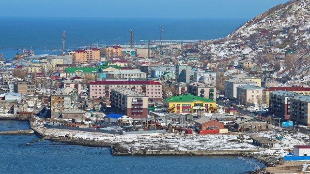 Маленький город Невельск, расположенный у берегов моря