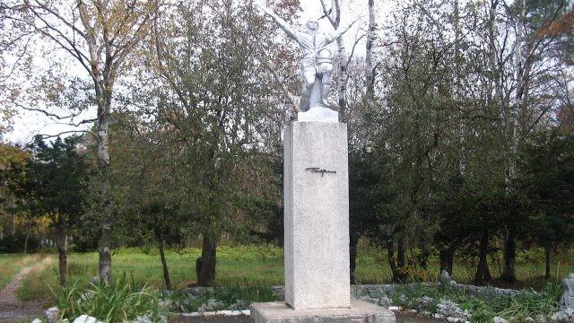 Памятник Ю.А. Гагарину в парке Сахалина