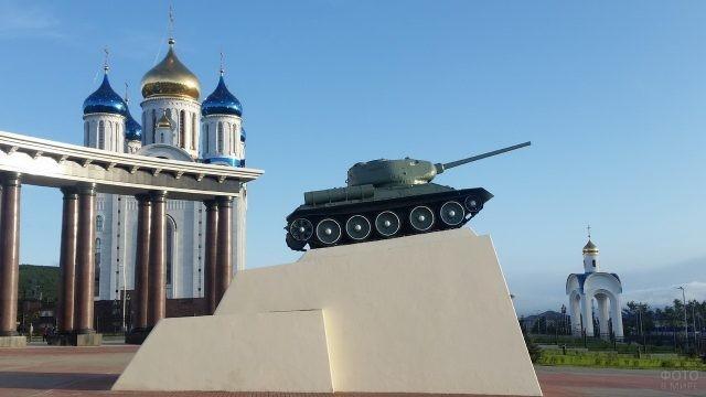 Т-34 на площади Победы в Южно-Сахалинске