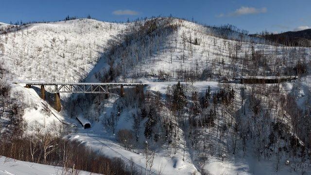 Вид на заснеженный чёртов мост