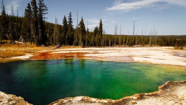 Изумрудный источник Эмеральд Спринг в национальном парке
