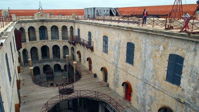 Антресоли внутреннего двора Форта Боярд