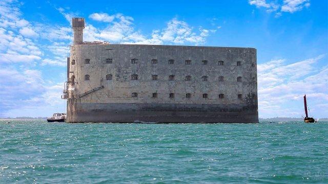 Форт Боярд в морской лазури