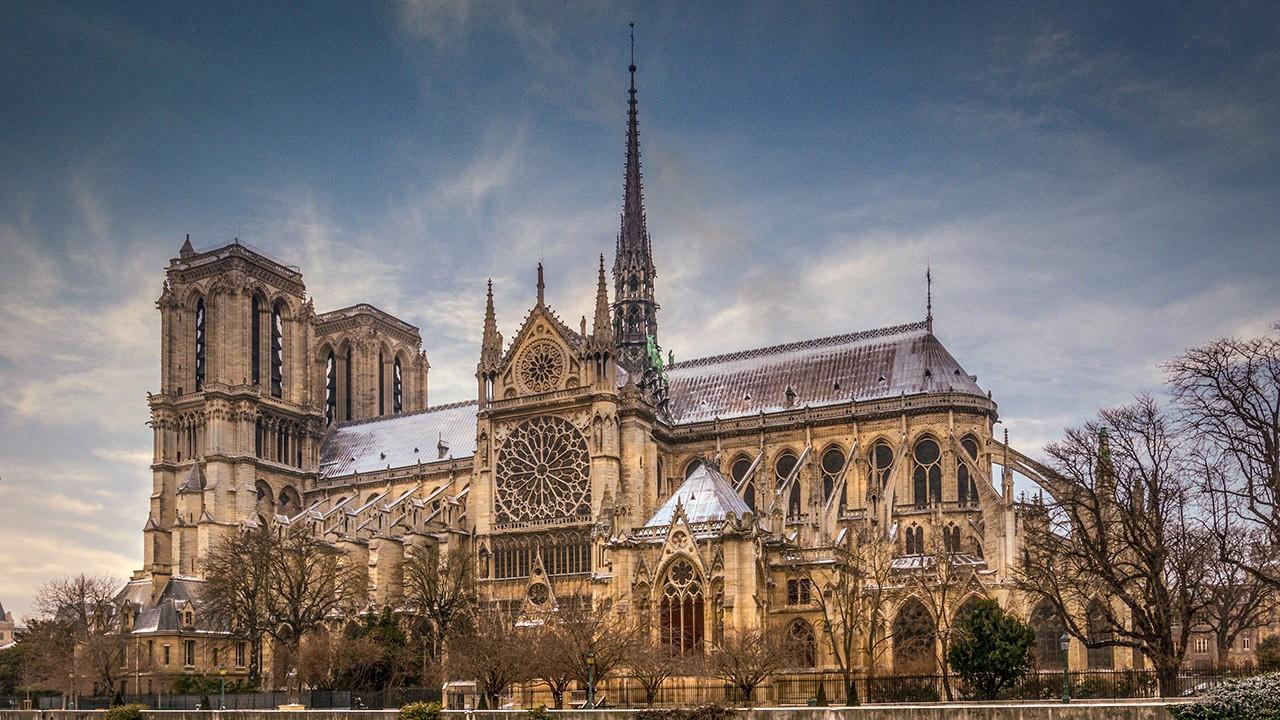Нотр Дам де Пари в зимнем Париже