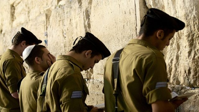 Израильские военные у Стены Плача