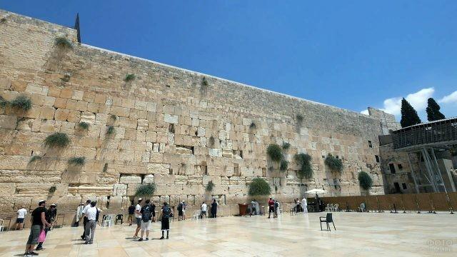 Ясное небо над Стеной Плача в Иерусалиме