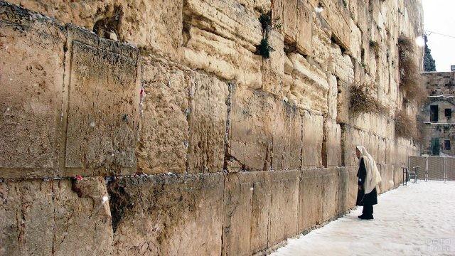Молящийся у Стены Плача