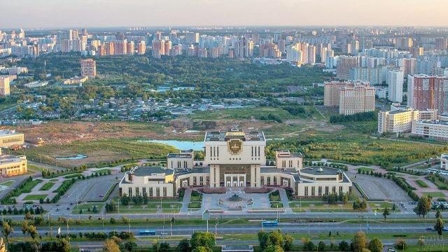 Фундаментальная библиотека и пустырь на Новой территории МГУ