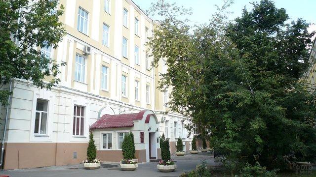 Главный корпус факультета психологии МГУ на Моховой улице
