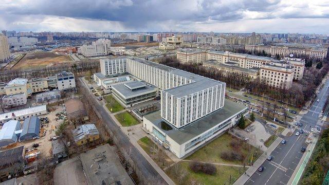 Второй гуманитарный корпус МГУ на панораме Москвы