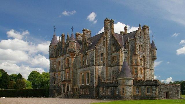 Старинный ирландский замок в городе Корк